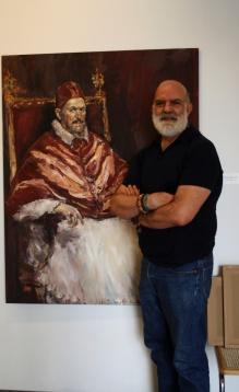 José Luis Castrillo acompañado de su obra